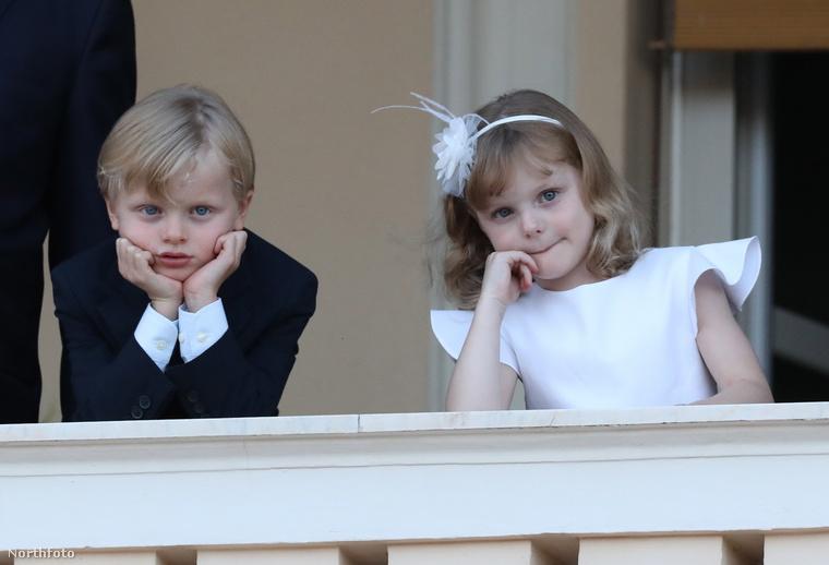 Na jó, lehet, hogy nem volt olyan nagy a buli, itt a hercegek picit már kezdik unni a műsort,...