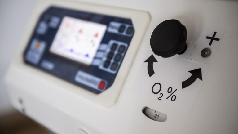 Háromszázmilliárdért rendelt a kormány lélegeztetőgépeket, most meg eladja majd, ami nem kell