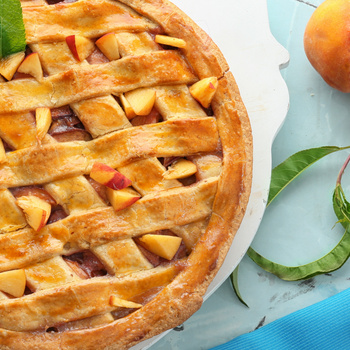 Klasszikus rácsos pite őszibarackkal – A sok gyümölcstől szaftos lesz
