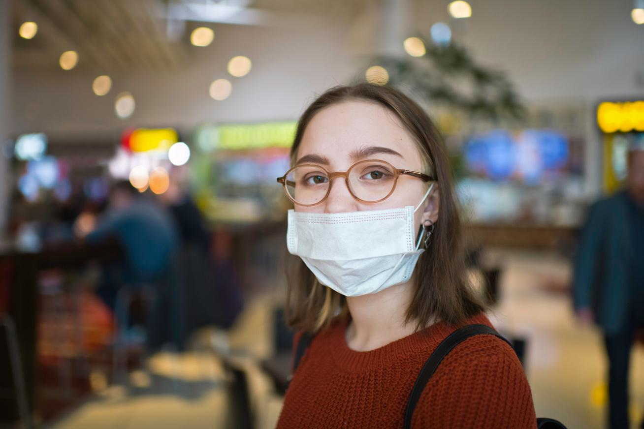 maszk-nő