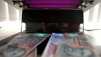 Ismét gyengülésbe kezdett a forint, 354 fölött az euró