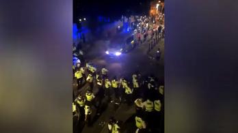 Huszonkét rendőr megsérült egy utcai buli felszámolásakor Londonban