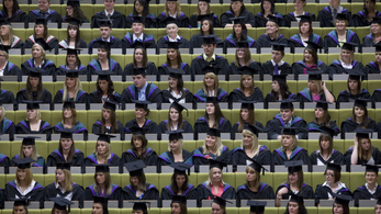 Eltörlik az Angliában tanuló európai diákok tandíjtámogatását