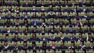 Eltörlik a Nagy-Britanniában tanuló európai diákok tandíjtámogatását