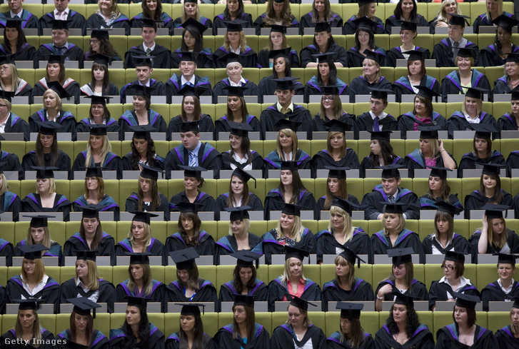 Végzős diákok a Edge Hill Egyetemenen az angliai Ormskirkben