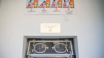 2,1 kilós újszülöttet hagytak a miskolci babamentő inkubátorban