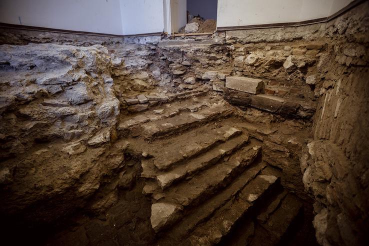 A Táncsics u. 9. szám alatt talált középkori kőlépcső
