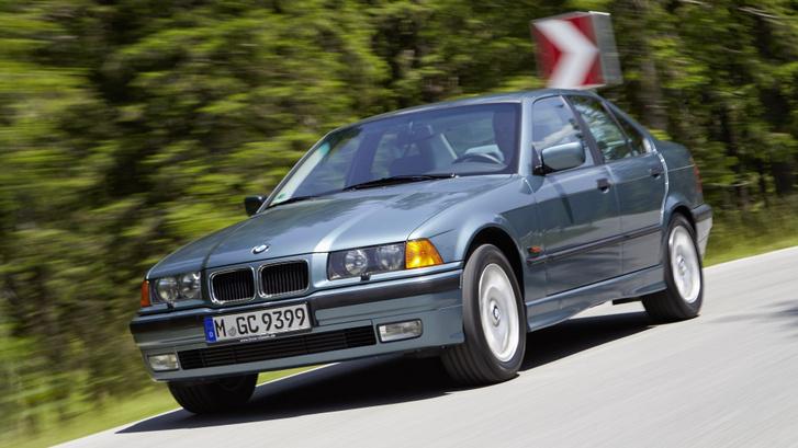 Első autónak viszont E36 sedan, kis motorral – ez a zöld szín jöhetne is