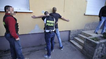 Szélvédőn hagyott anonim üzenettel oldottak meg egy betöréses ügyet a monori rendőrök