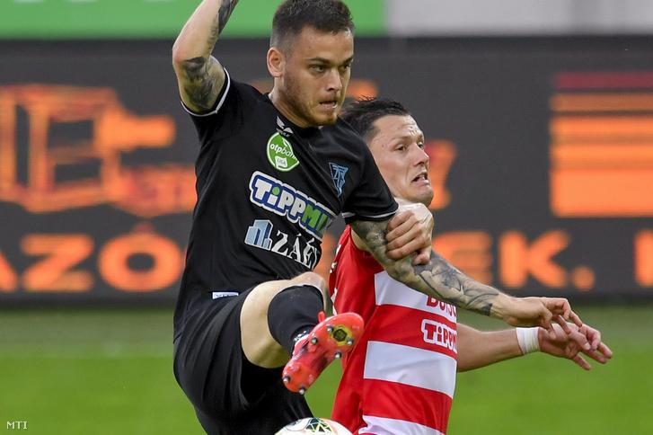 A zalaegerszegi Radó András (b) és a diósgyőri Szerhij Sesztakov a labdarúgó OTP Bank Liga 28. fordulójában játszott Diósgyőri VTK–ZTE FC-mérkőzésen a diósgyőri DVTK Stadionban 2020. június 10-én.