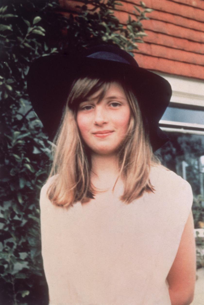 Tízévesen hatalmas, sikkes kalapban pózolt a kamera előtt 1971-ben.
