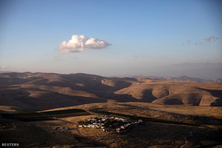 A zsidó telepesek által lakott Mitzpe Karmim házai az Izrael által megszállt Ciszjordániában, 2020. június 18-án