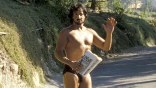 1979-ben Stallone egyik reggel egy szál alsóban ment ki az újságért. Ott volt egy fotós