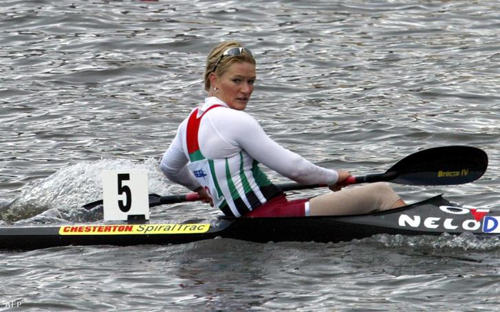 Janics Natasa 2004 májusában a poznani Európa-bajnokságon, miután 500 méteren elsőként ért célba