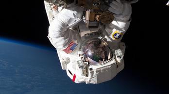 A NASA űrhajósa elvesztett egy tükröt az űrben