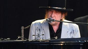 Bob Dylan a legöregebb előadó, akinek új albuma vezeti a brit slágerlistát