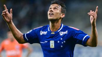200 métert zuhant autójával egy brazil focista, pár karcolással túlélte