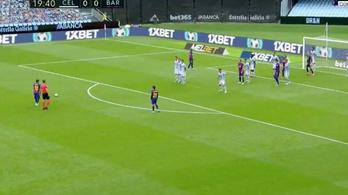 Messi nagy lövésére készült a sorfal, de ő inkább gólpasszt adott