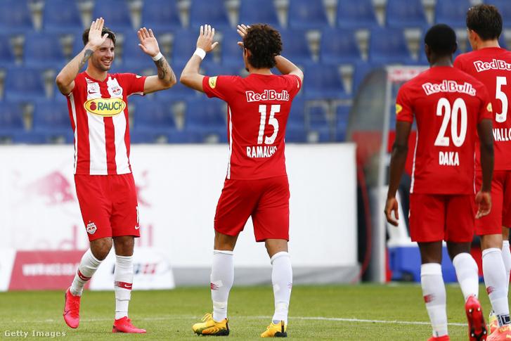 Szoboszlai Dominik és Ramalho ünnepli a Salzburg első gólját