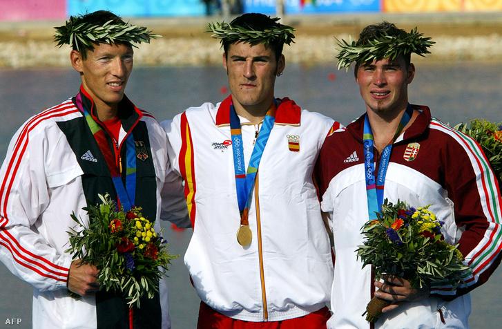 Dobogósok a 2004-es olimpián Athénban. Balról-jobbra: Andreas Ditmer, David Cal és Vajda Attila