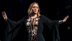 Adele 4 évvel ezelőtti fellépőruhájában mutatta meg, mennyit fogyott