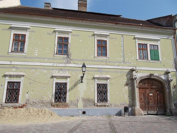 A Március 15-i téri épület Vácon.