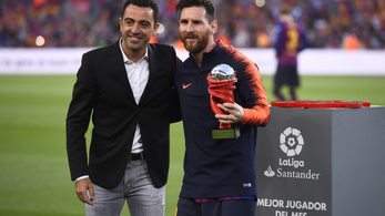 Xavi csak a megfelelő időzítésre vár, hogy a Barcelona edzője legyen