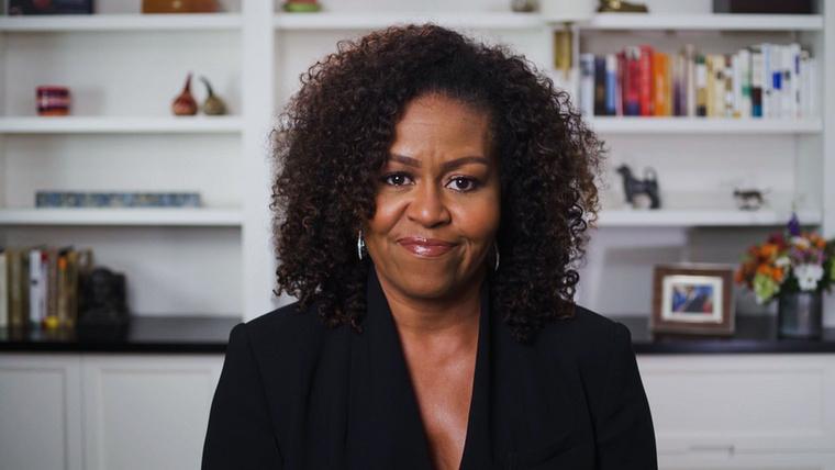 Az énekesnőt egyébként nem más, mint Michelle Obama konferálta fel