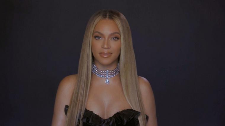 Az este legnagyobb durranása Beyonce volt, aki nem énekelt, hanem díjat vett át, amit humanitárius munkájával érdemelt ki