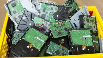 Egy új módszerrel sokkal egyszerűbbé és olcsóbbá válik az elektronikai hulladékból az arany kinyerése