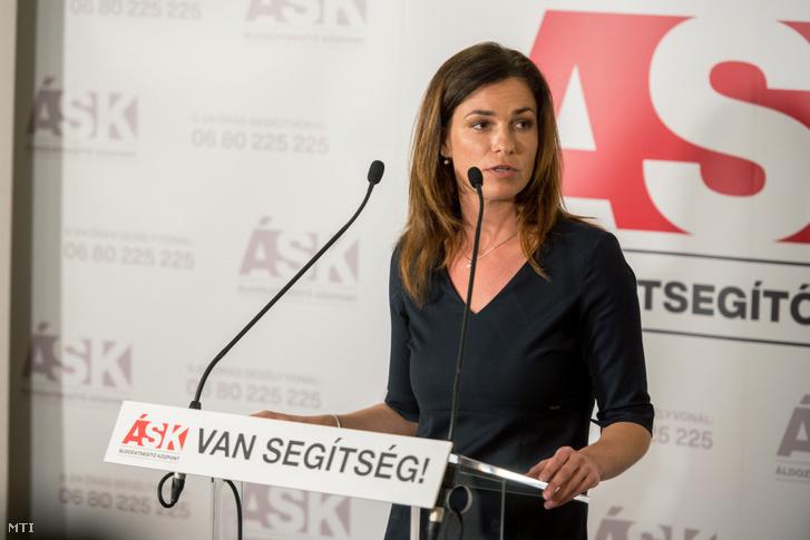 Varga Judit igazságügyi miniszter beszédet mond a Pécsi Áldozatsegítő Központ megnyitóján 2020. június 29-én.