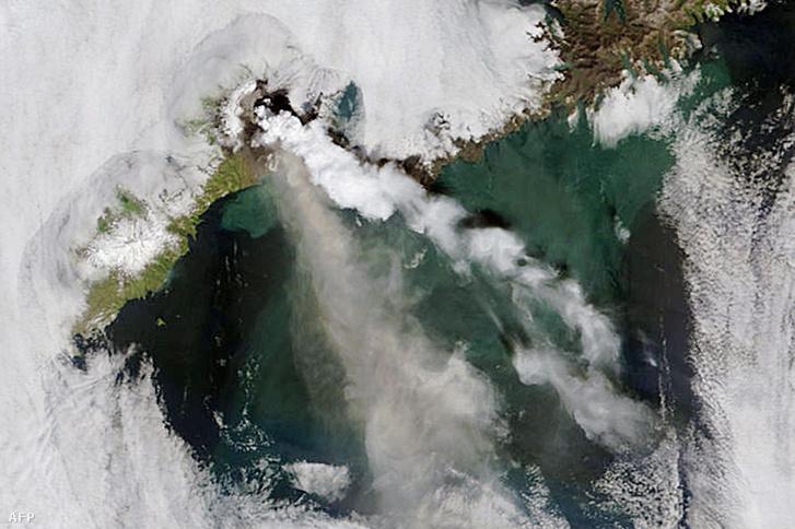 Az alaszkai Aleut-szigeteken található Okmok-vulkán 2008-ban