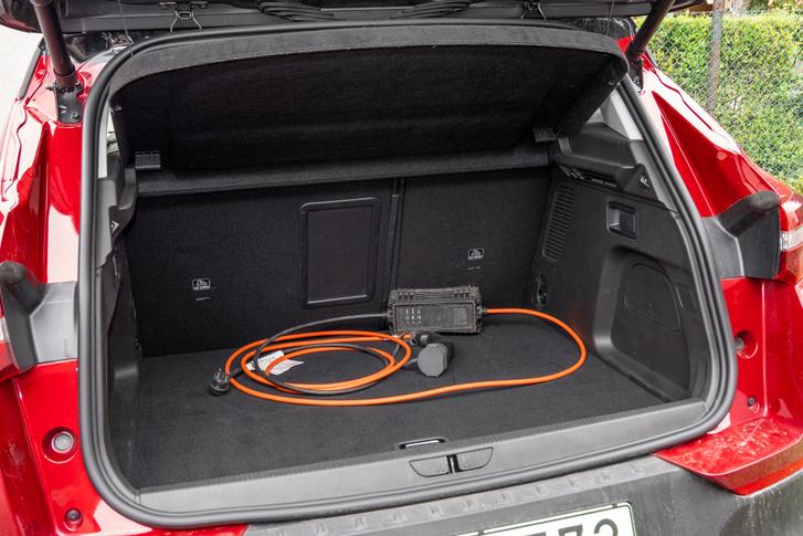 Egy kompakt autóénak megfelelő csomagtartó