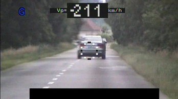 211 km/h-val előzte meg az audis a sebességmérő rendőröket Szabolcs-Szatmár-Bereg megyében