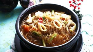Hidegen és melegen is tökéletes: édes-csípős thai tésztasaláta