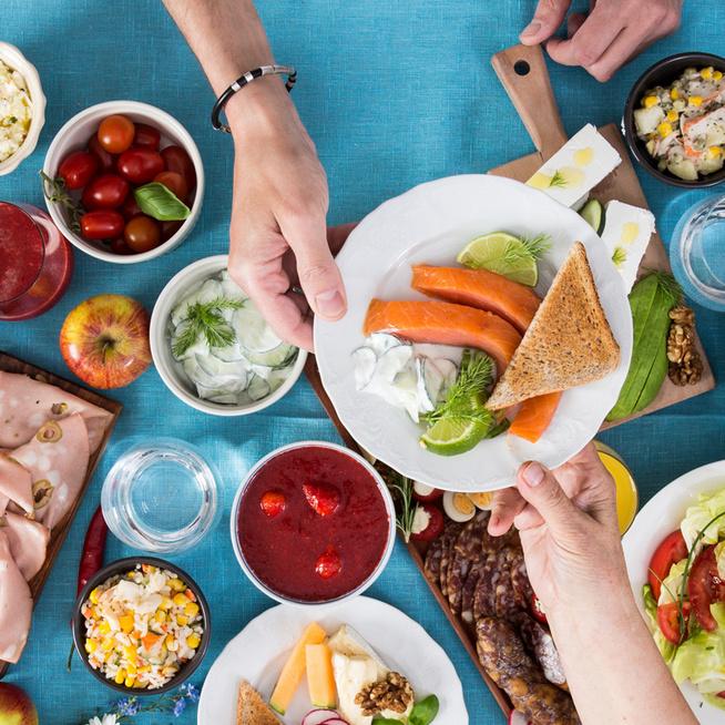 Online borkóstoló, tapasok hétvégéje, alkotói piknik - Szuper gasztroprogramok közül válogathatunk
