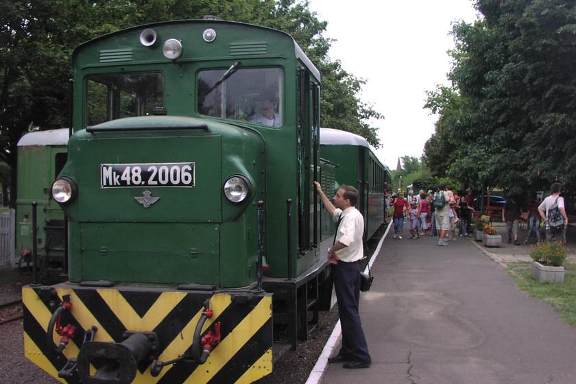 A Zsuzsi Erdei Vasút 1882-ben indult először útjára, így Magyarország legrégebbi, ma is működő kisvasútja. Debrecenből indulva 16 kilométert tesz meg erdős és pusztás tájakon egyaránt. Menetideje körülbelül 55 perc.