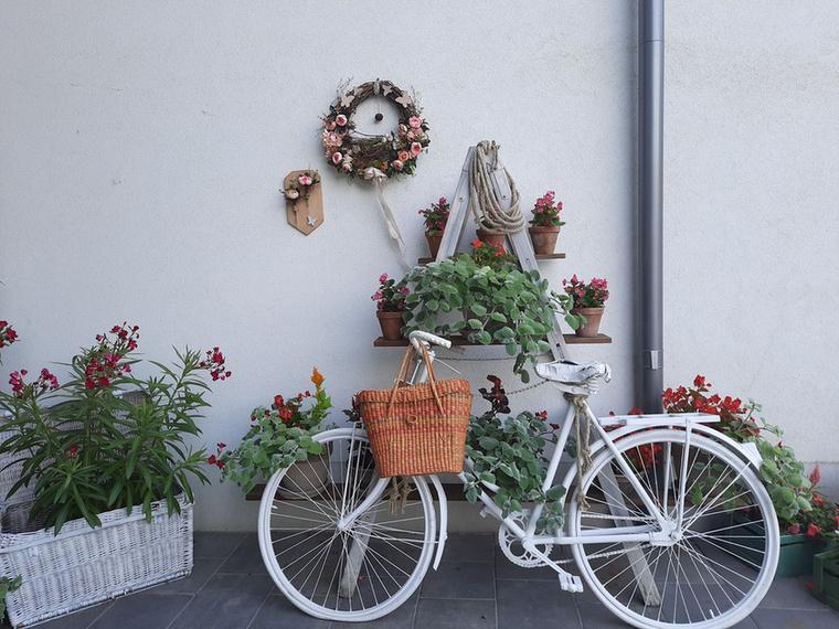 Nem véletlen, hogy a szállodába érkezőt ez a biciklis kép fogadja a régió egyik legnépszerűbb szálláshelyén, a tiszakécskei Barack Thermál Resortban