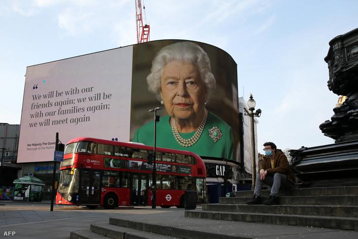A királynő beszéde a Piccadily Circus kijelzőjén, 2020. április 9-én.