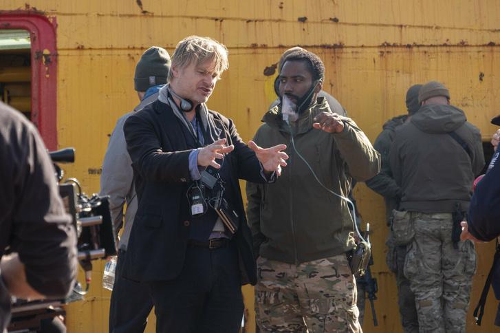 Christopher Nolan és John David Washington a Tenet című film forgatásán.