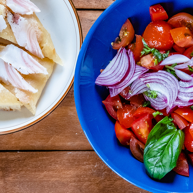 Nyári ecetes paradicsomsaláta: percek alatt elkészül az egyszerű finomság