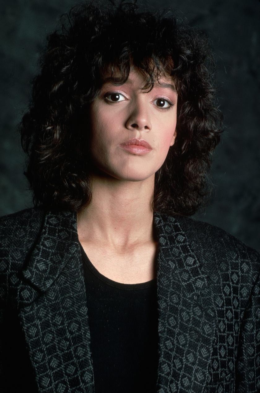 A '80-as évek elején berobbant a Flashdance című film, utána pedig mindenki Jennifer Beals göndör fürtjeire és játékos frufrujára vágyott.