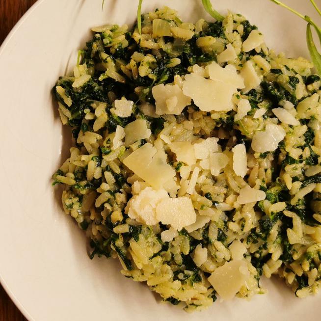 Húszperces barna rizs spenóttal és parmezánnal – Köret és főétel is lehet