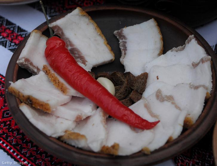 Zsír és csilipaprika egy ukrán eseményen.