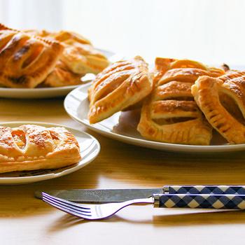 Párperces, ropogós barackos táska otthon sütve – Friss gyümölcsből, leveles tésztával