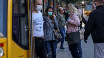 A magyar koronavírus-fertőzöttek fele bejárt dolgozni a munkahelyére