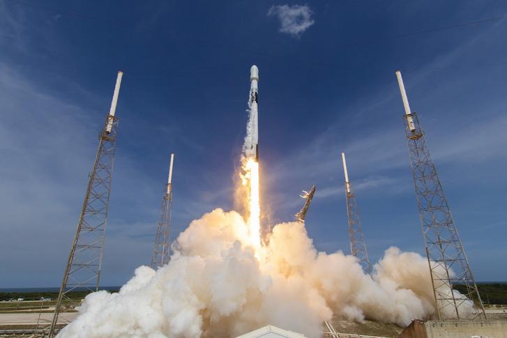 A Falcon-9 rakéta elindul a Cape Canaveral-i 40-es kilövőállásból