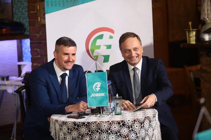 Kerekasztal beszélgetés a Jobbik elvi nyilatkozatának aláírása kapcsán.