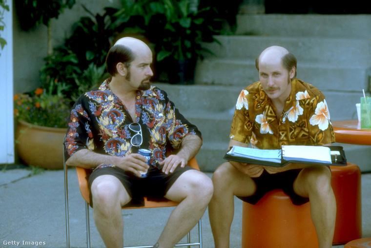 A testvérpárt a filmen egy igazi testvérpár játszotta, Artie Mitchell szerepét Emilio Estévez a bátyjára, Charlie Sheenre osztotta (Charlie Sheen eredeti neve Carlos Estévez).