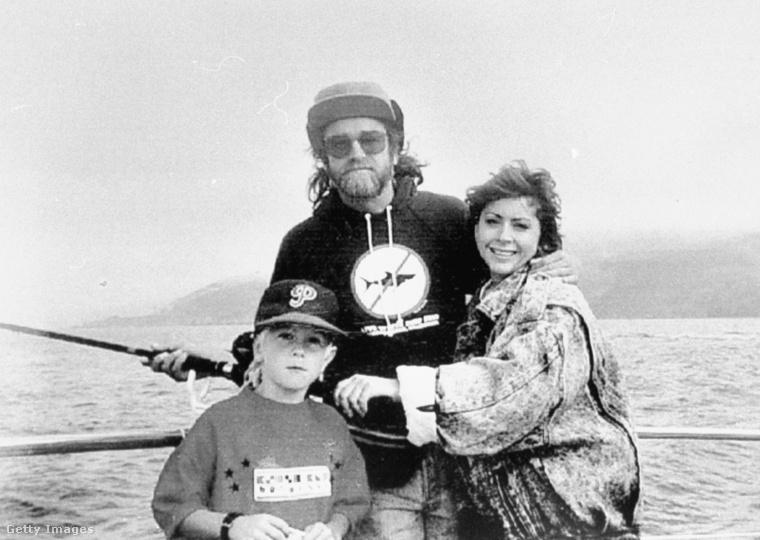 Jim Mitchell kétszer nősült és vált el, négy gyereke született